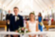 Para Młoda w kościele na ceremonii ślubu- fotografia ślubna Rzeszów