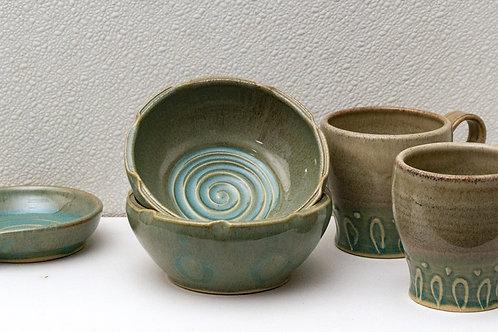 2 Mugs, 2 Bowls & Spoon Rest Set