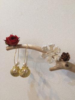 貝殻のピアス
