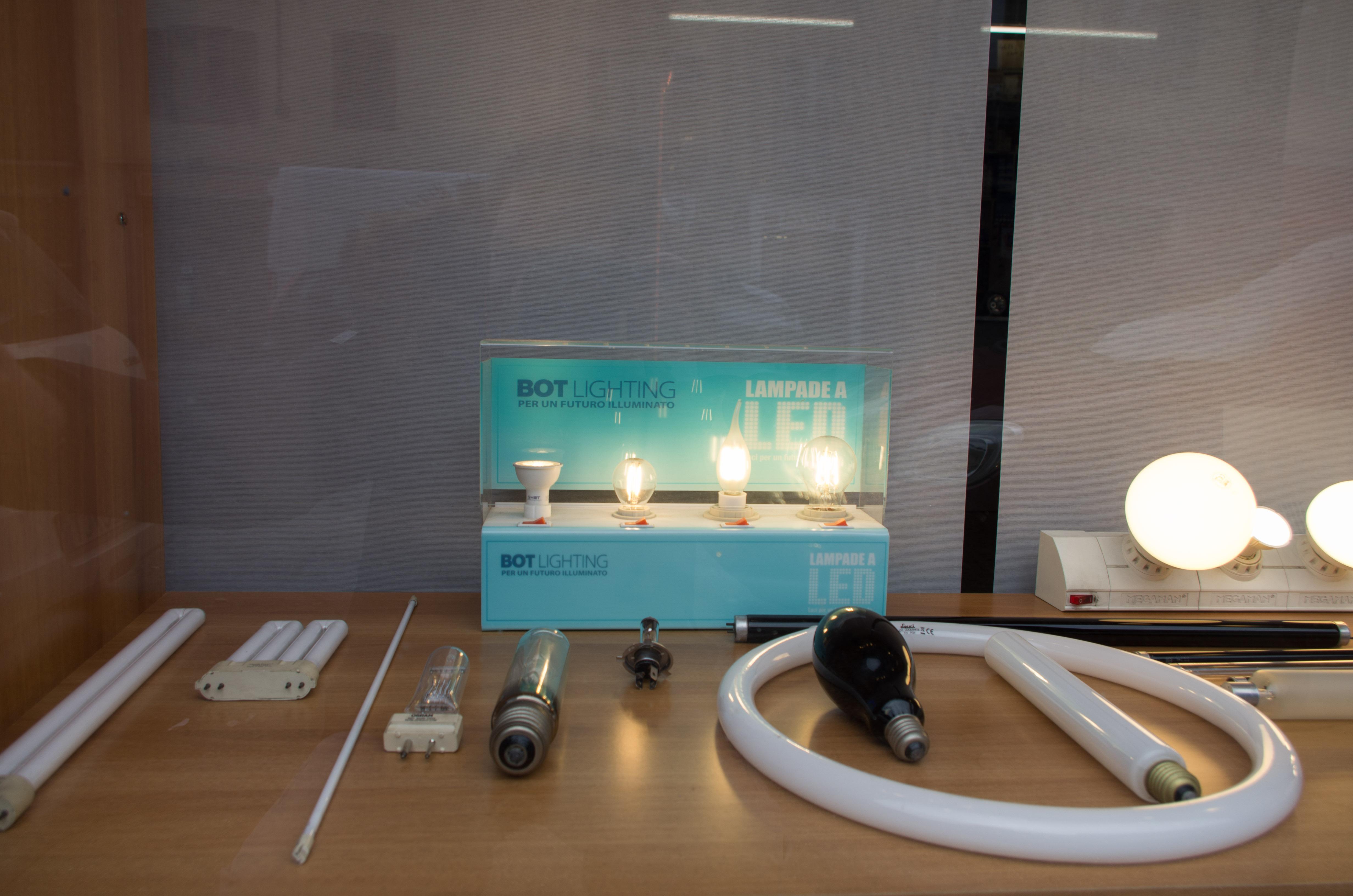 Plafoniere Per Neon Vintage : Emporio della lampada lampadine e materiale elettrico a torino