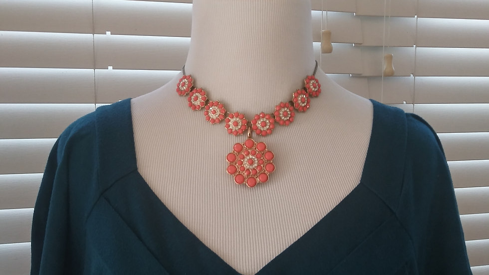 Flower Necklace w/removable broach