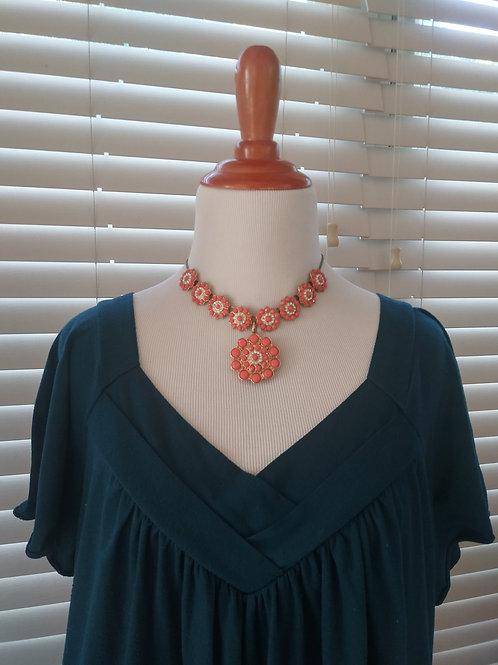 Linear neckline blouse