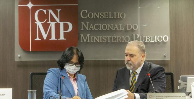 Governo firma acordo com o MP para denúncias contra violação de direitos durante pandemia