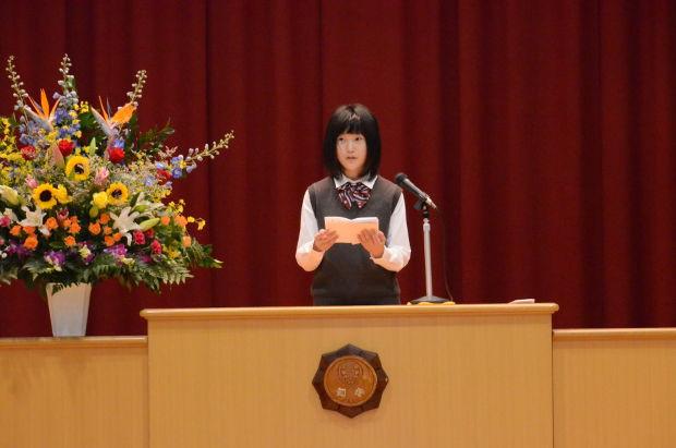 知小2018-10周年記念式典 在校生を代表して挨拶を述べる児童会長