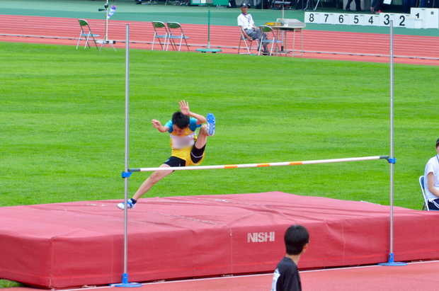 知小2018-5位に入賞した6年走り高跳び