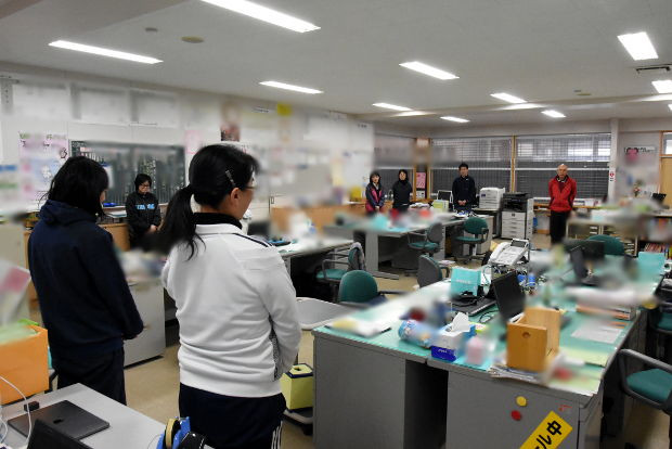 知小2019-職員朝会で離任式