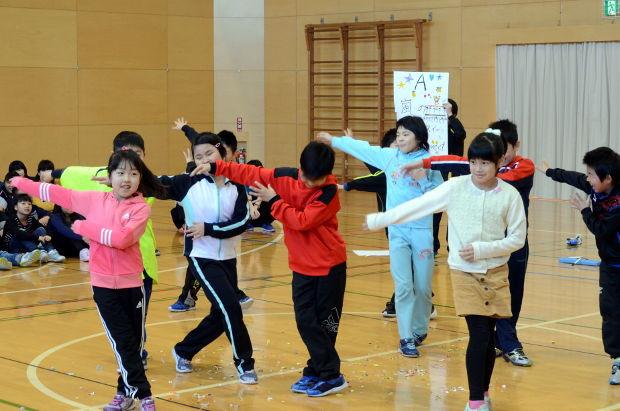 知小2019-6年生を送る会 3年生の出し物
