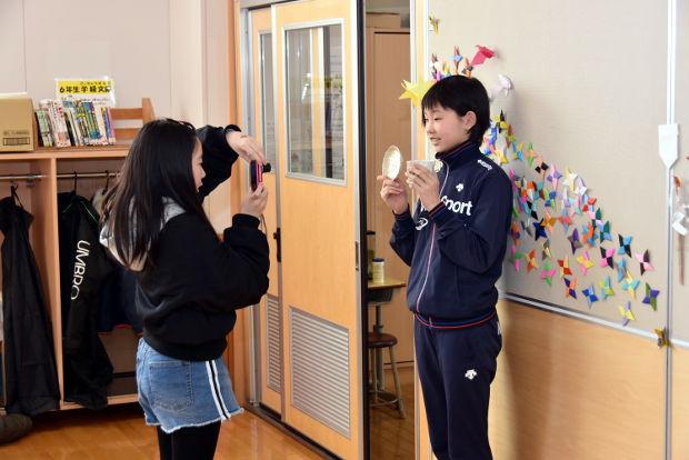 知小2019-6年生が陶芸作品を写真の残す