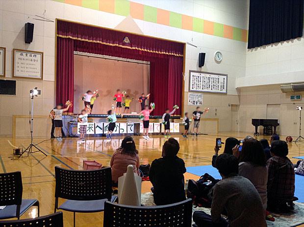知内町立湯の里小学校の全校ダンス