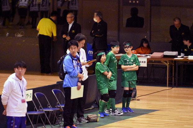 知小2019-ドッヂ全道大会 ベンチでダバンを待つメンバー