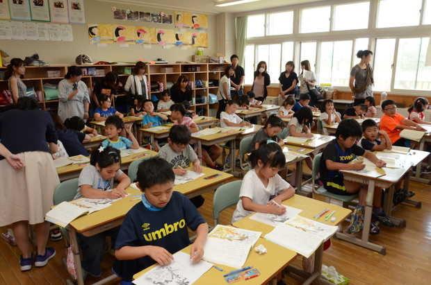 知小2018-国語の授業を行う2年生
