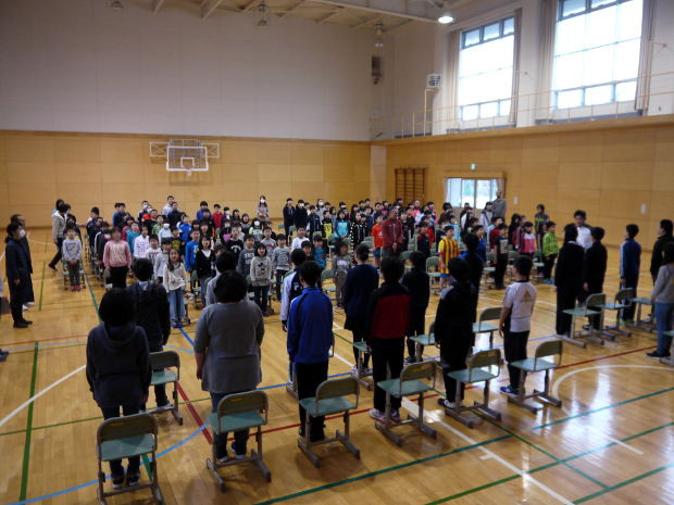 知小2019-卒業式練習 こうして6年生徒過ごす時間も残り少し