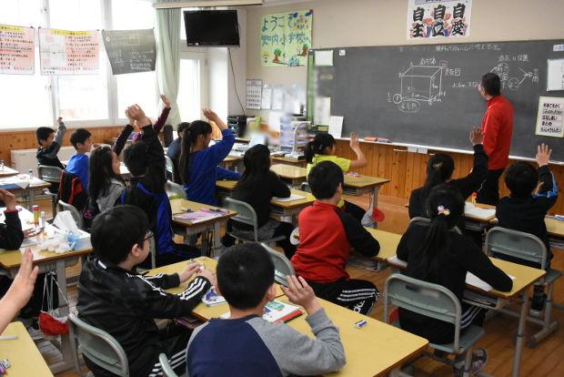 知小2019-4年生補欠授業で違う先生でも一生懸命