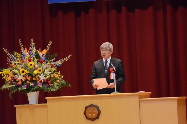 知小2018-10周年記念式典 シィくじを述べる町議会議長