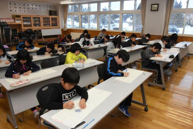 知小2019-漢字検定に取り組む子供たち