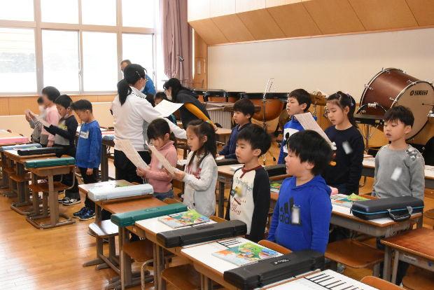 知小2019-1年生卒業式の歌練習始まる