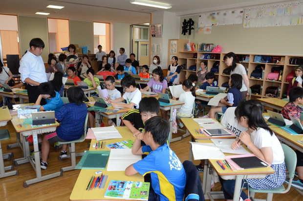 知小2018-国語。iPadで方言を調べ発表する5年生