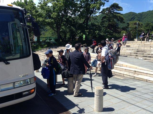 知小2018-バスに乗り帰路へ。良い天気です。