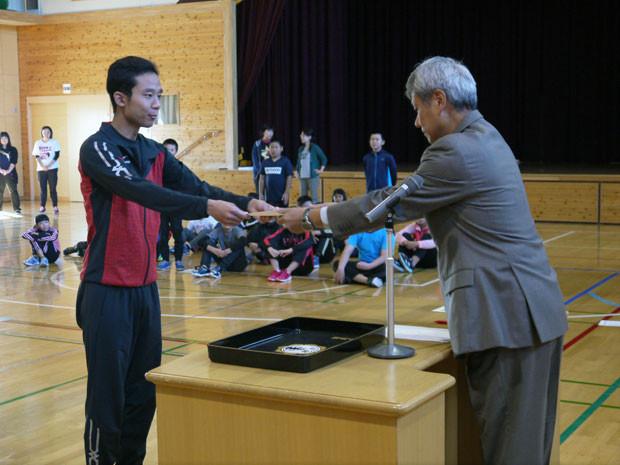 知小2018-マラソンチャレンジで先生も表彰