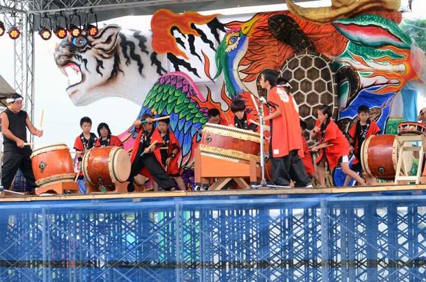 カーニバルで発表する中ノ川太鼓