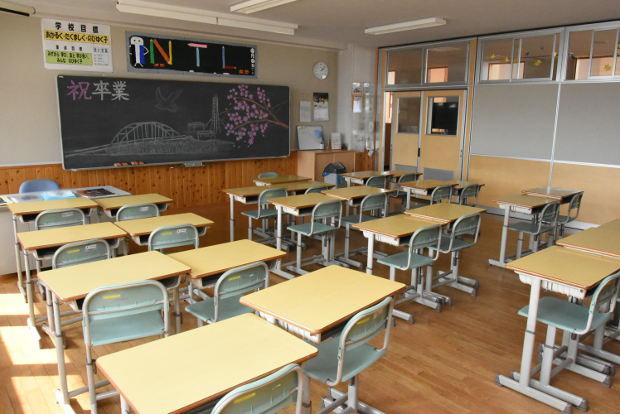 知小2019-6年生が卒業した後の静まりかえった教室