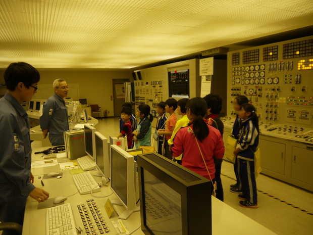 知小2018-北電知内火力発電所を見学する子供たち