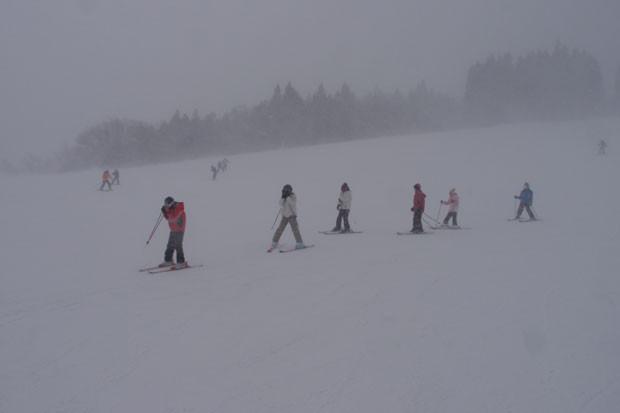 知小2019-高学年スキー教室の様子 吹雪いてきたぞ
