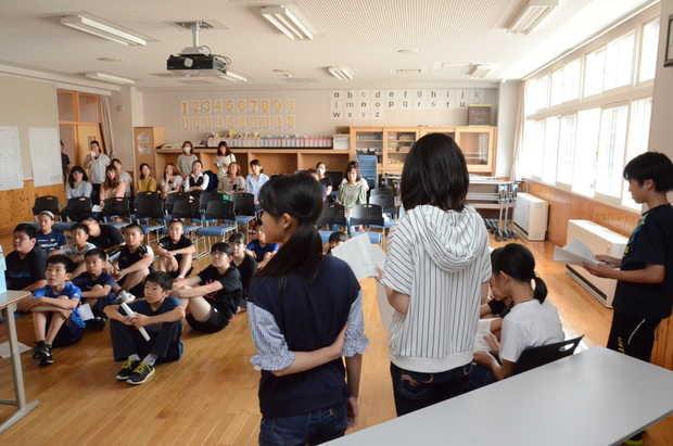 知小2018-修学旅行の報告会を行う6年生