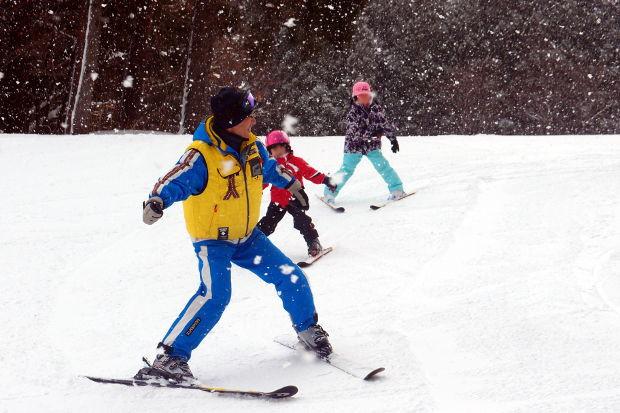 知小2019-1年生初めてのスキー場 こんなに上手に滑り降りています