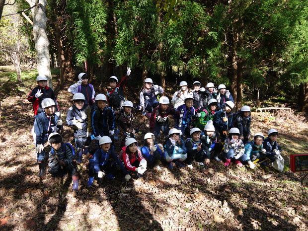 知小2018-4年生森林教室 最後に記念写真