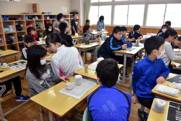 知小2019-6年生が記念に作った陶芸作品
