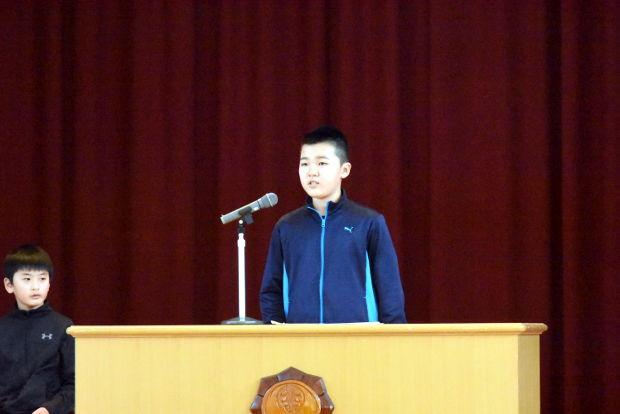 知小2019-児童改新三役所信表明演説会で演説を行う新会長