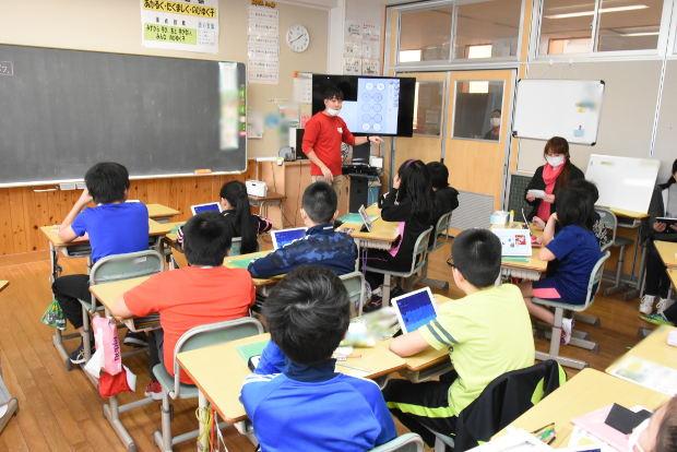 知小2019-高学年参観日 5年生のiPadを使った図工