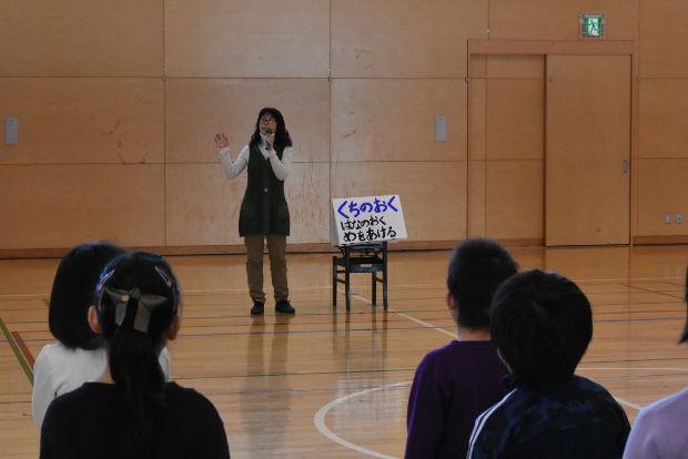 知小2019-卒業式全校合唱2回目