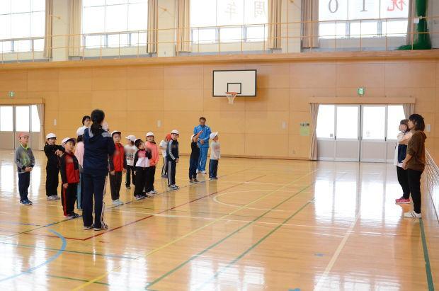 知小2018-教育大のダンスサークルによるダンス指導(1年生)