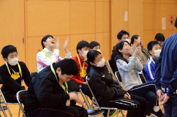 知小2019-6年生を送る会 大受けの6年生