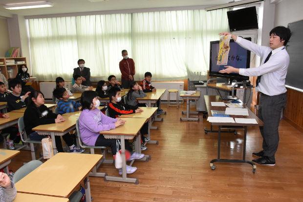 知小2019-附属小の先生を招いて道徳の授業法を学ぶ