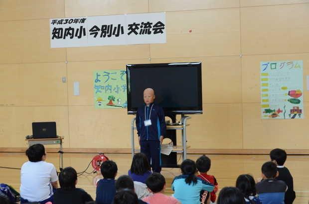 知小2018-歓迎の開会式。緊張しながらも、立派な司会でした。