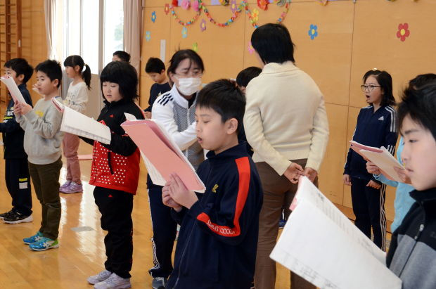 知小2019-卒業式の歌初めての全校練習