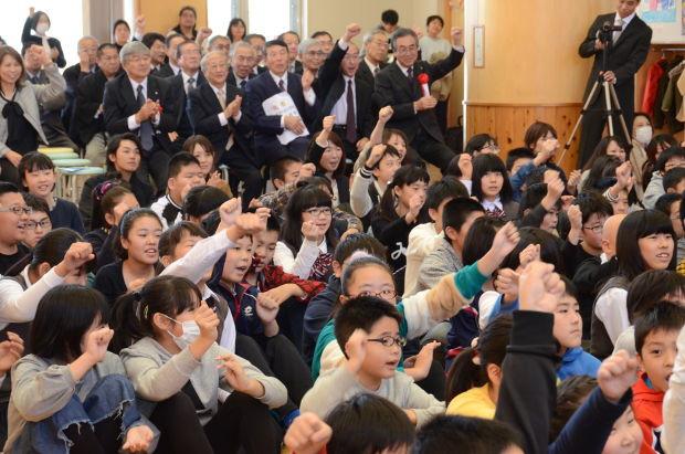 知小2018-ひのき屋さんの音楽と歌で盛り上がる参加者