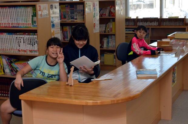 知小2018-中休みの図書室
