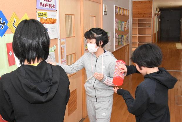 知小2019-保健室前掲示 健康おみくじ