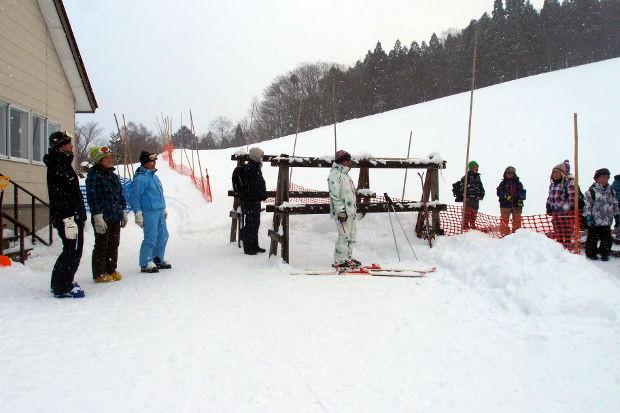 知小2019-1年生初めてのスキー場 スキー連盟の支援