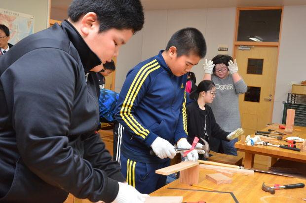 知小2018-6年生森林教室で木工作