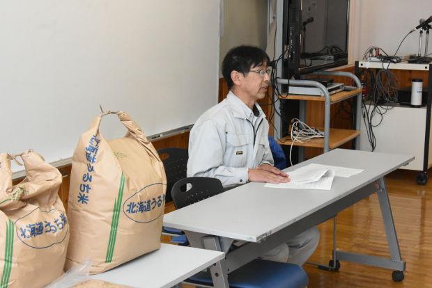 知小2019-5年生米作りの収穫祭で農お話しをしてくださる講師