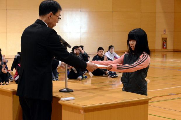 知小2018-税の書道展教育長から表彰