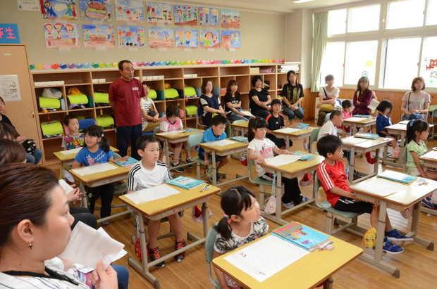 知小2018-国語の授業を行う1年生