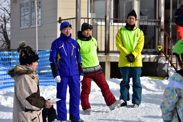 知小2019-4年生初めてのスキー授業で地域の方の支援
