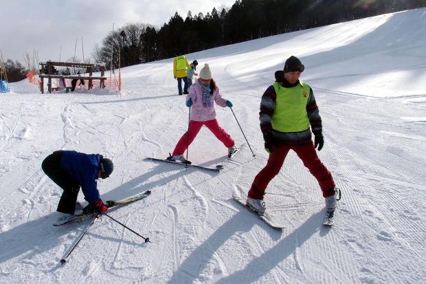 知小2019-4年生初めてのスキー授業 しっかり止まれるか?