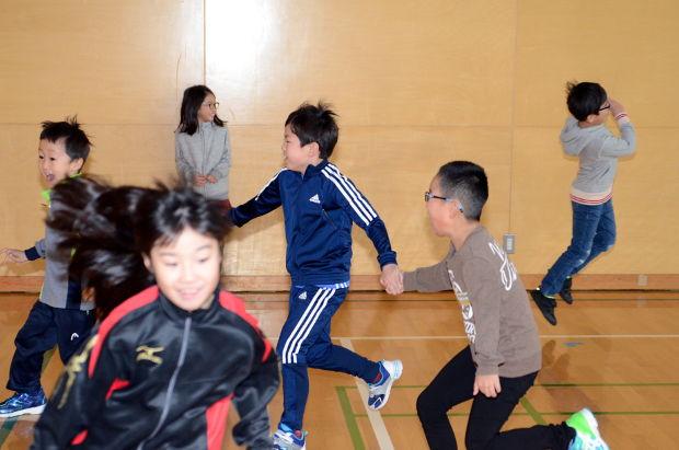 知小2018-学級委員企画の手つなぎ鬼